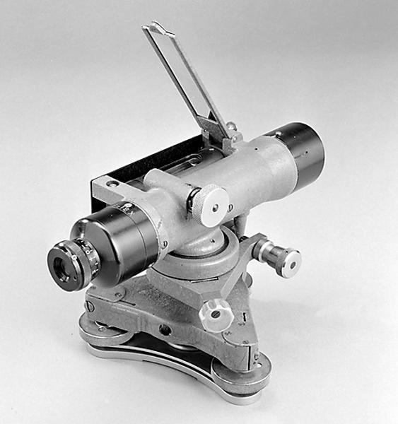 instrument de mesure des angles pour lever des plans (niveau à lunette SOM)