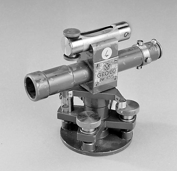 instrument de mesure des angles pour lever des plans (niveau à lunette V.J.)
