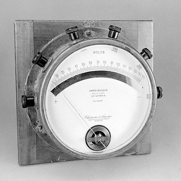 instrument de mesure de forces électromotrices (voltmètre Chauvin et Arnoux)