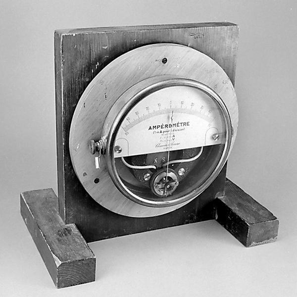 instrument de mesure de forces électromotrices (ampèremètre Chauvin et Arnoux)