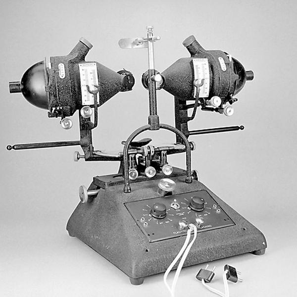 Instrument de mesure des angles en optique et d'ophtalmologie (synoptophore Raphael)