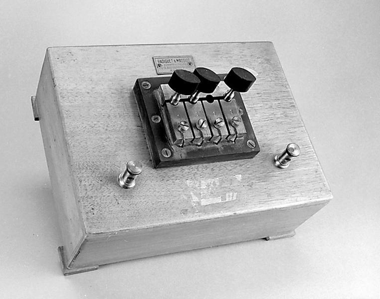 instrument de mesure de forces électromotrices (shunt Radiguet et Massiot)