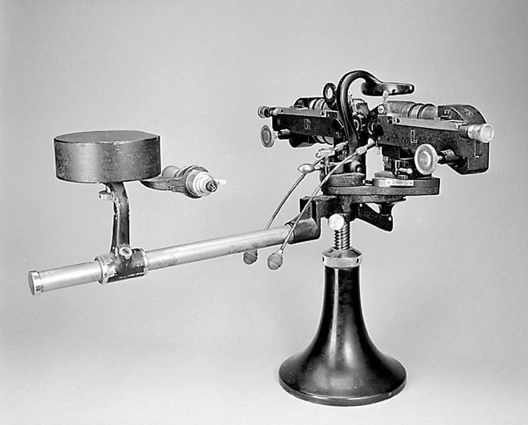 Instrument de mesure des angles en optique et d'ophtalmologie Ruka (test d'acuité visuelle de Parinaud)