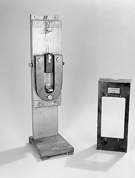 instrument de mesure de forces électromotrices (galvanomètre à cadre mobile Carpentier)