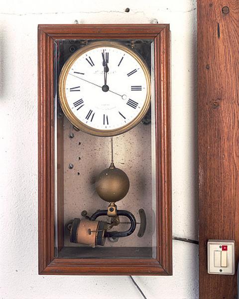 Horloge électrique Leroy de l'astrographe