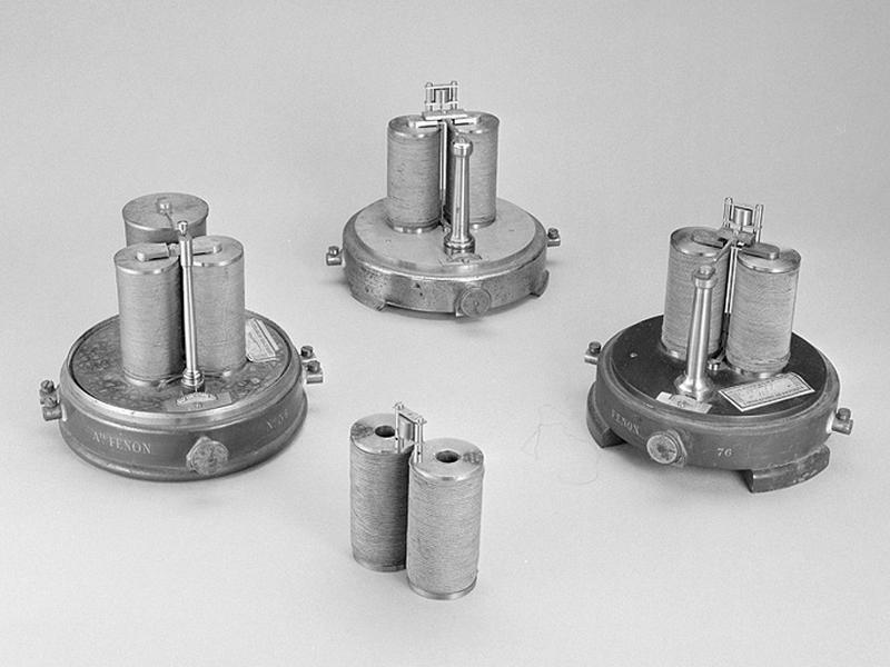 3 instruments de préparation (relais électriques dits systèmes de transfert du temps)