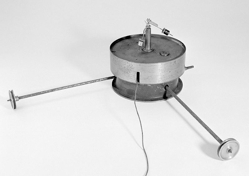 Instrument de mesure de phénomènes ondulatoires et d'enregistrement (sismographe Mainka-Bosch)