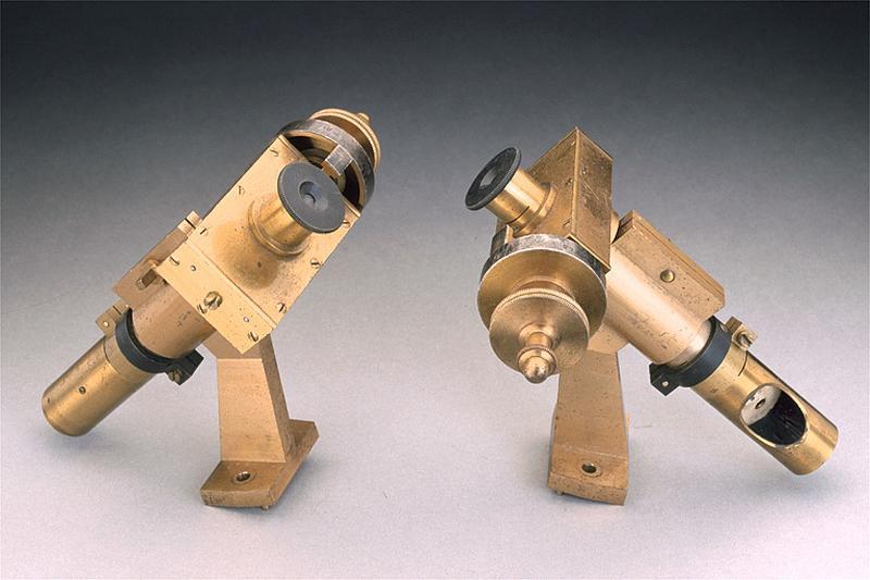 2 instruments de mesure des longueurs (micromètres de lecture)