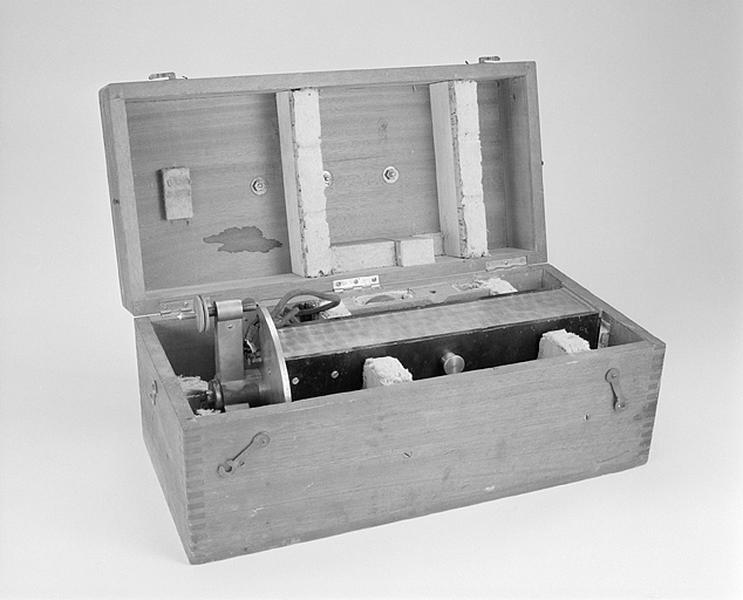 Instrument de mesure des forces, des poids et des pressions (gravimètre)