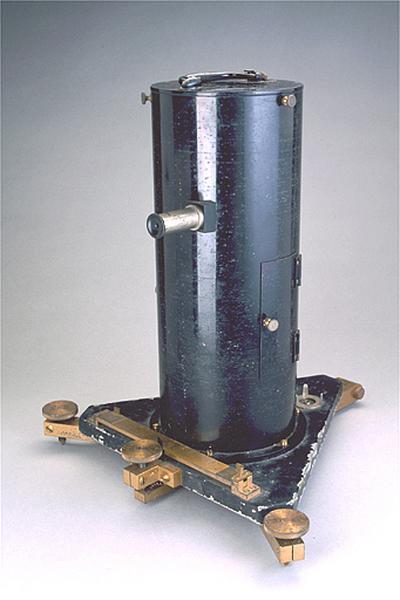 Instrument de mesure des forces, des poids et des pressions (gravimètre Holweck-Lejay)