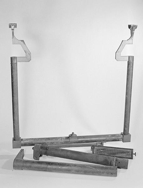 Instrument de préparation (support de niveau à enjambement)