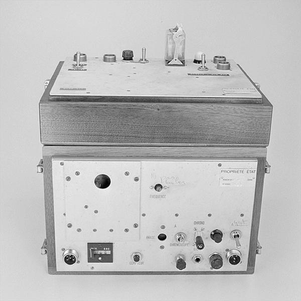 Instrument d'observation et d'enregistrement (équipement DRME pour l'observation des satellites Echo)