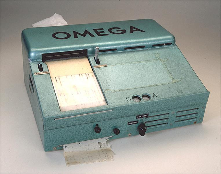 3 instruments de mesure du temps et d'enregistrement (chronographes Oméga)