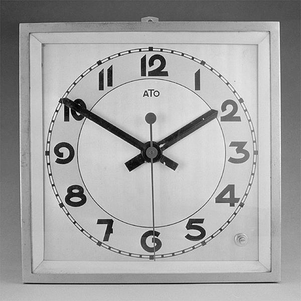 3 horloges électriques Ato