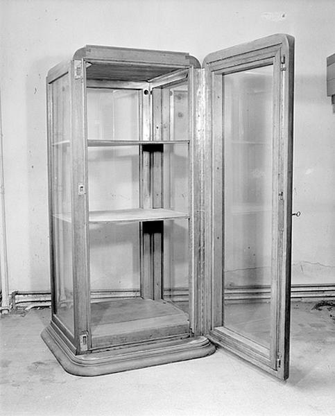 2 meubles professionnels (armoires à température constante)