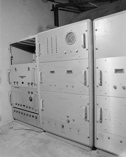 Ensemble de 2 générateurs d'ondes (étalons de fréquence à quartz) et horloges à quartz Oscilloquartz Ebauches