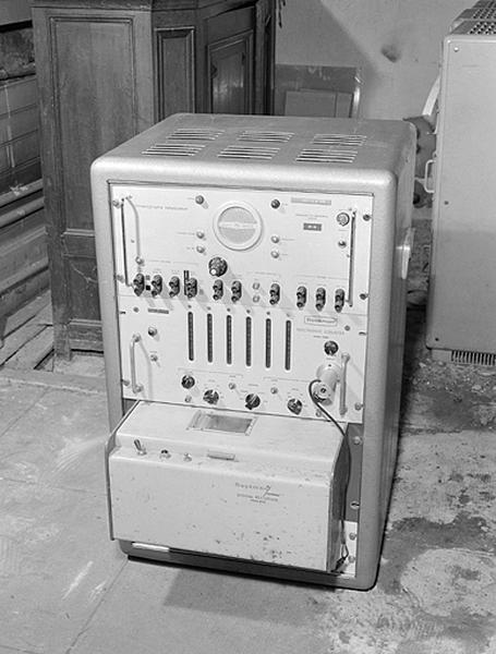 Instrument de mesure du temps et d'enregistrement (instrument pour enregistrer la marche des horloges à quartz)