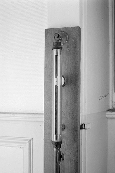 Instrument de mesure de la pression atmosphérique (baromètre Tonnelot à échelle compensée)