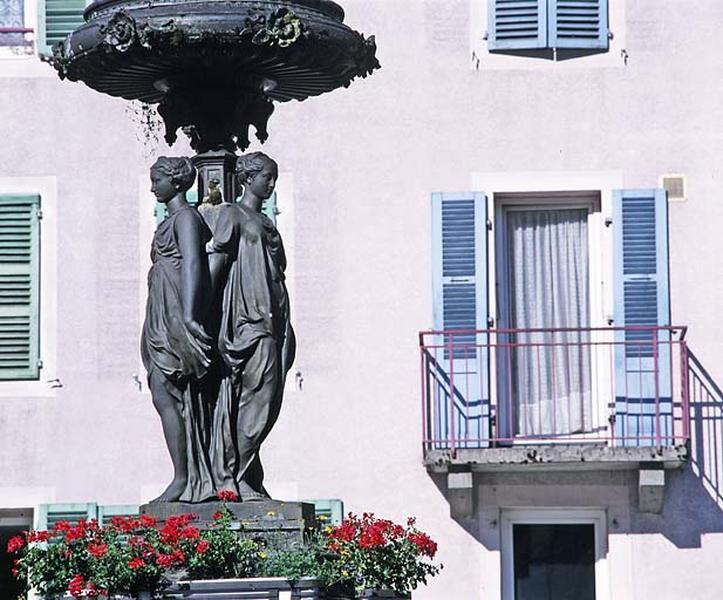 groupe sculpté (petite nature) : les Trois Grâces et Cupidon