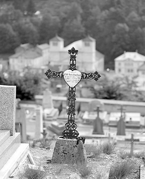 Croix funéraire et plaque (dite coeur de Morez) de Marius-Henri-Ernest Guyon