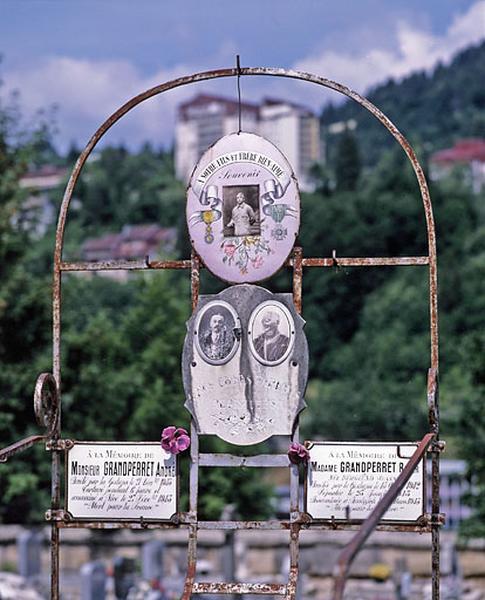 Tombeau de la famille Grandperret