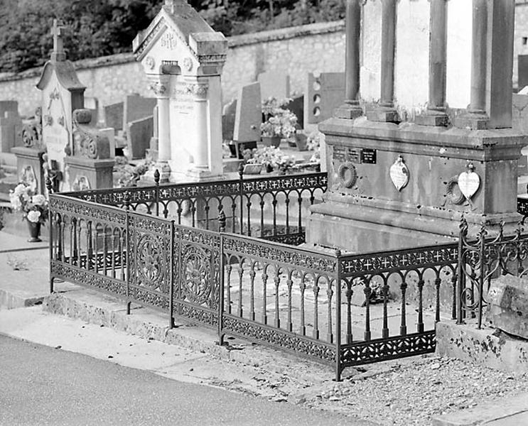 Clôture de monument funéraire de la famille d'Aimé Romanet