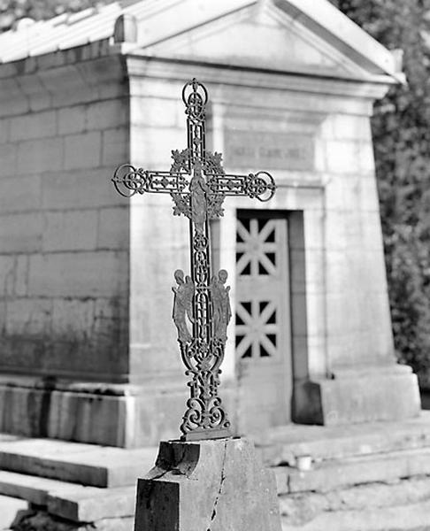 Croix funéraire de la famille Romand