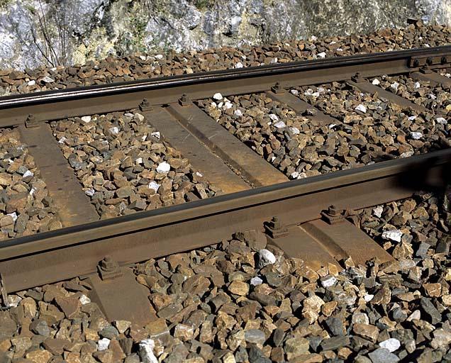 traverses de chemin de fer métalliques