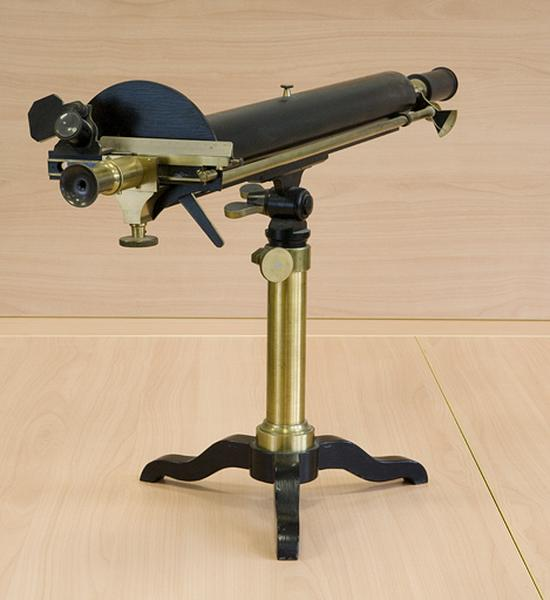 Instrument de mesure des angles de polarisation (saccharimètre à pénombre à lumière blanche Pellin)