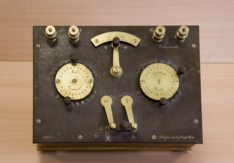 Instrument de mesure de forces électromotrices (pont de Wheatstone)