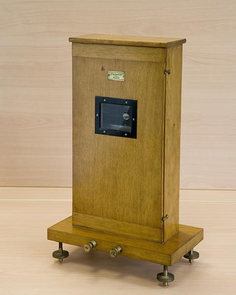 instrument de mesure de forces électromotrices (galvanomètre Carpentier)