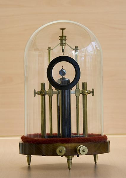 Instrument de mesure de forces électromotrices (galvanomètre à cadre mobile de type Deprez et d'Arsonval)