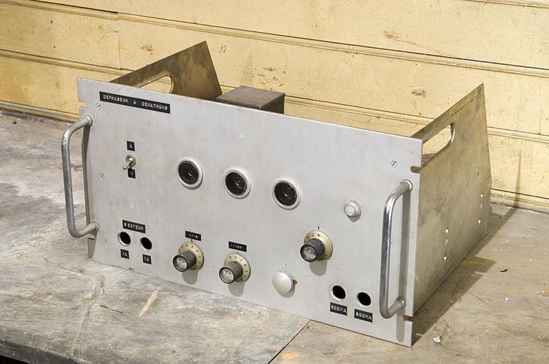 Instrument de mesure du temps et générateur électrique (déphaseur à décatrons)