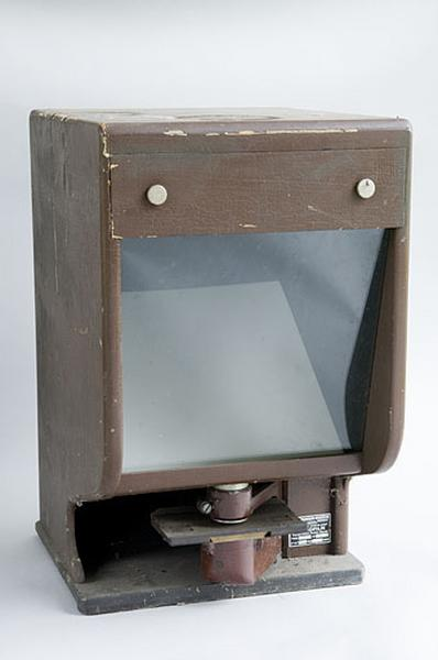 Appareil de projection (lecteur de microfilm Thomson-Houston)