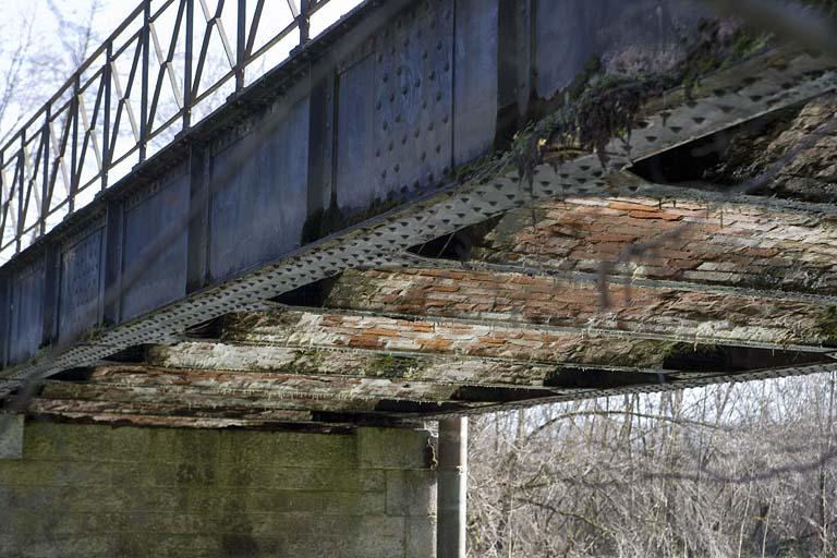 Pont routier sur la Saine (voie ferrée Andelot - La Cluse)