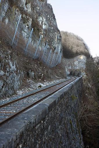 Murs de soutènement et mur de soutènement à arcades (voie ferrée Andelot - La Cluse)