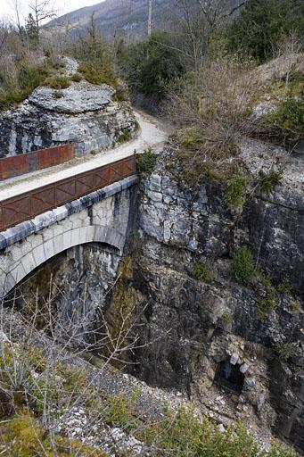 5 abris dits refuges (voie ferrée Andelot - La Cluse)