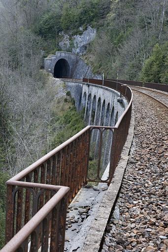 Viaduc et tunnel dit souterrain du Pain de Sucre (voie ferrée Andelot - La Cluse)