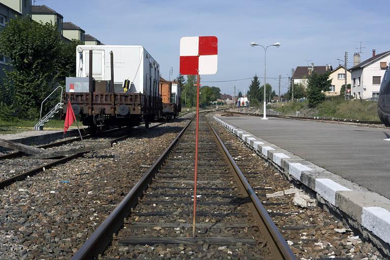 Panneau de signalisation (panneau d'interdiction : guidon d'arrêt)
