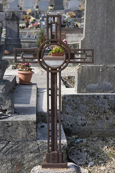 Croix funéraire des familles Ponard et Bailly-Maître-Grand