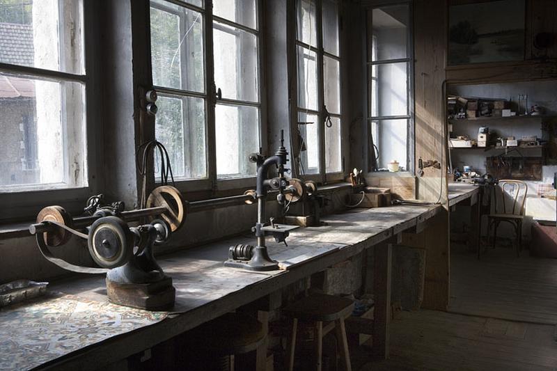 Maison et usine de fournitures pour l'horlogerie puis de lunetterie Bauduret