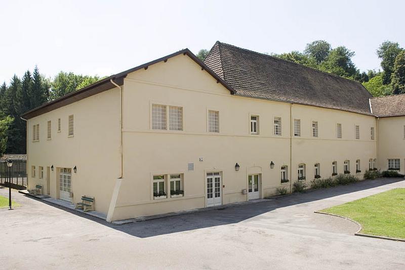 Abbaye de Clairefontaine, puis verrerie, puis faïencerie de Clairefontaine, actuellement hôpital psychiatrique