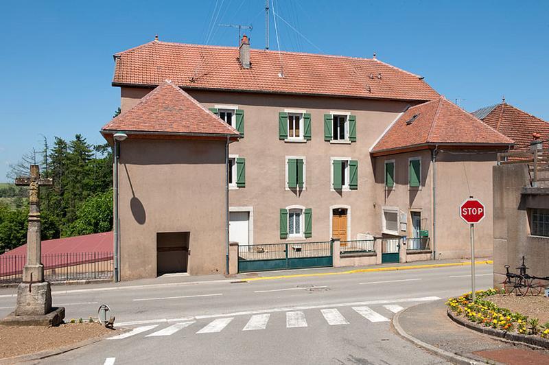 Maison actuellement gendarmerie