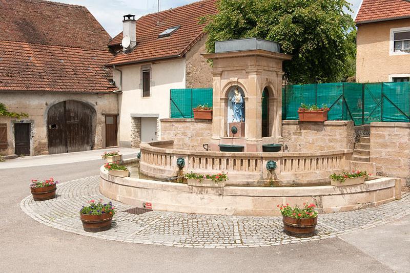 Fontaine, abreuvoir de Rougemontot dite fontaine de la Vierge