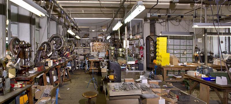 Le mobilier de l'usine de lunetterie Gouverneur-Audigier