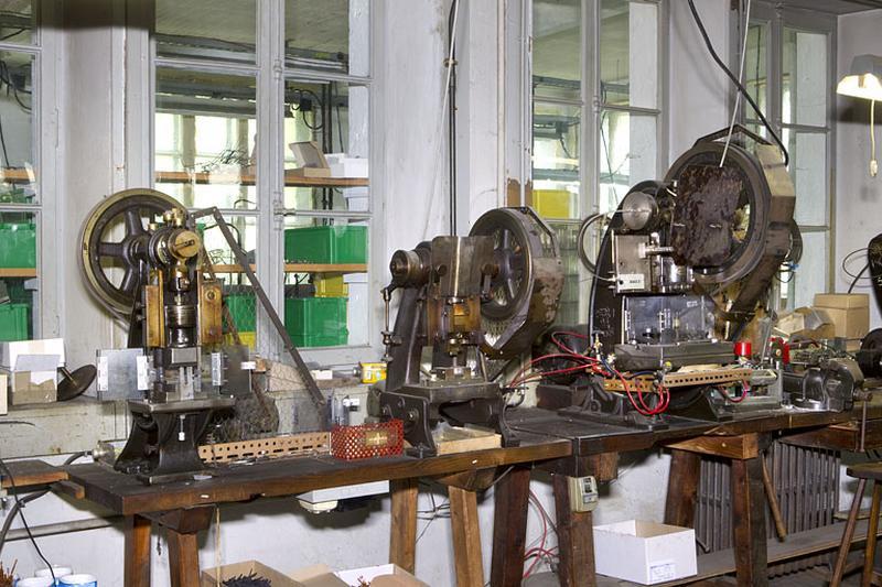 7 machines à estamper, découper, sertir, percer et marquer (presses à excentrique)