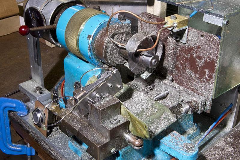 Machine à découper par scie à lame circulaire Berger et Métral