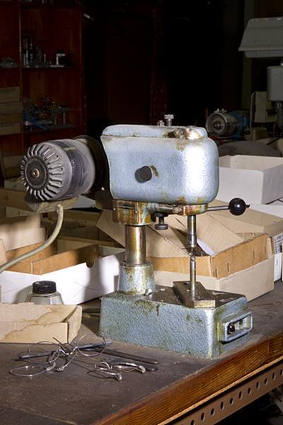 2 machines à usiner par outil de coupe (machines à tarauder Schlenker)
