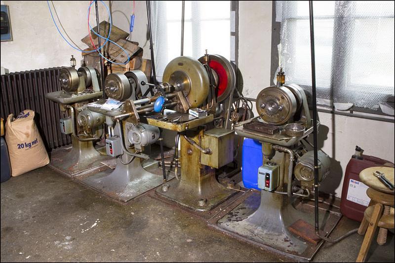 4 machines à rétreindre Précision et Chanay et Maitrot