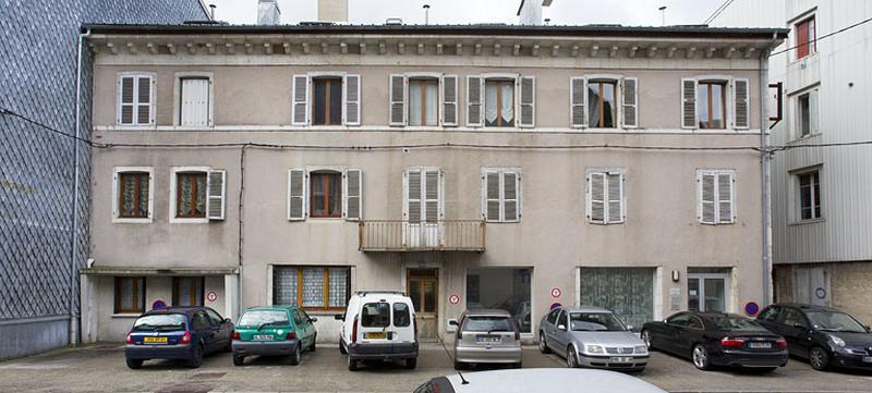 gendarmerie puis immeuble